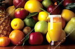 Verre de jus de fruit, fruits.